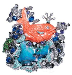 宝诗龙熊猫戒指就是设计师将珠宝和动物完美融合在一起的又