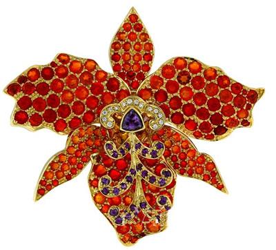 珠宝设计师以18k金镶嵌红橙色火欧泊,黄钻,石榴石和粉色碧玺,采用了