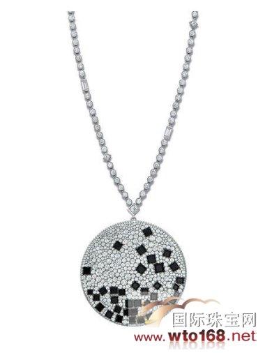 此系列的黑白珠宝作品呈现全新的高雅