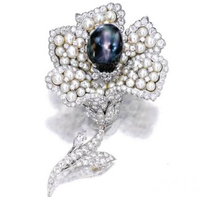 养殖珍珠配钻石「花」别针,梵克雅宝VCA (Van Cleef & Arpels) ,40万港元成交