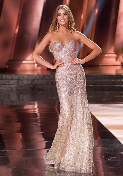 这次比赛最为人热议的莫过于主持人将冠军后冠错颁予亚军哥伦比亚小姐