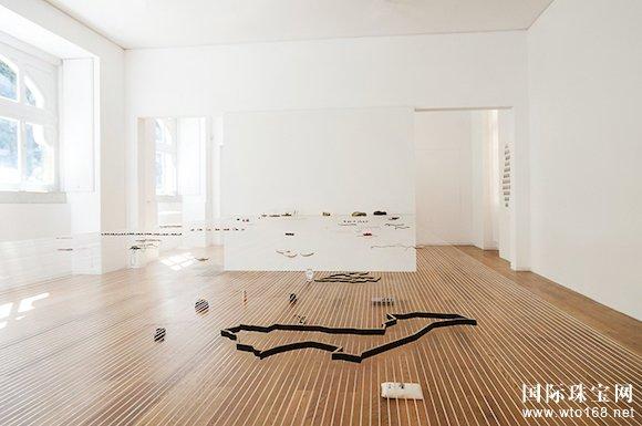 葡萄牙正在办一场珠宝展 所有的展品珠宝都飘在空中